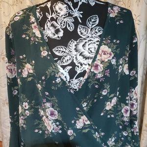 Soprano Women's Floral Print Top. Size 2X.